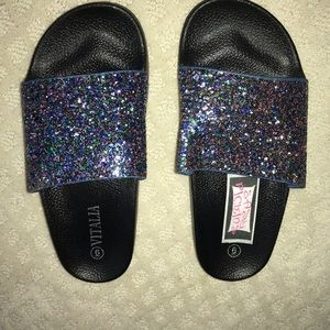 Multicolor sequence sandals